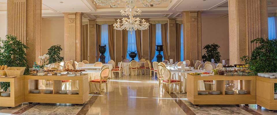 Arredamento ristorante classico lussuoso progettazione for Arredamento lussuoso