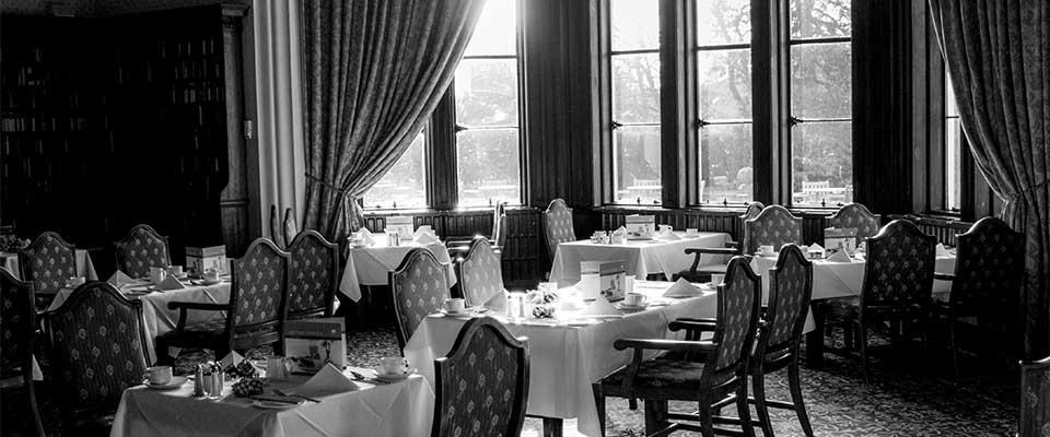 Arredamento ristorante classico lussuoso bianco e nero